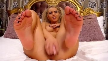 Horny pussy fucked with huge dildo