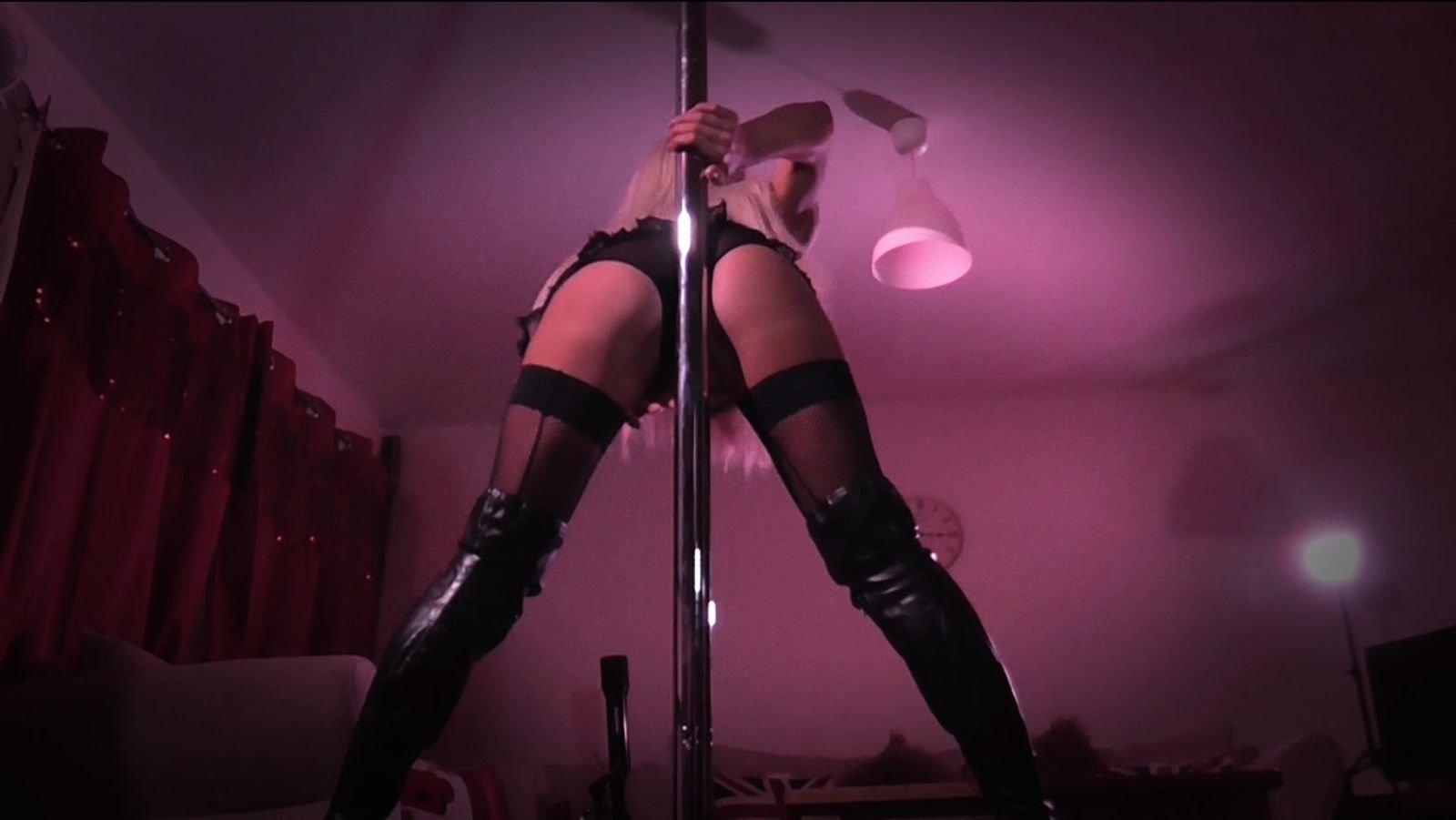 Free Teen Striptease Porn Pics