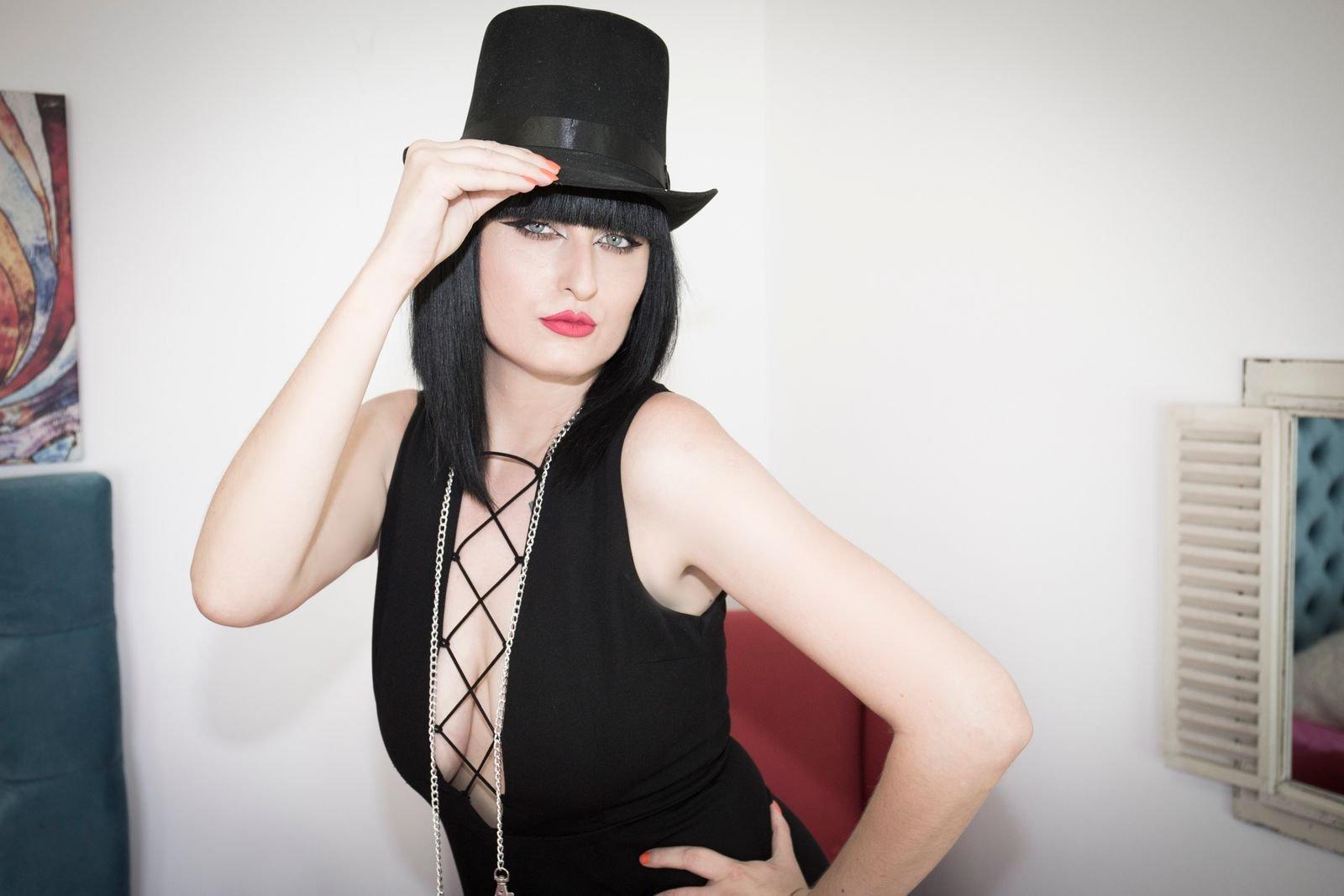 Alessia Moon Skype - live web cam show