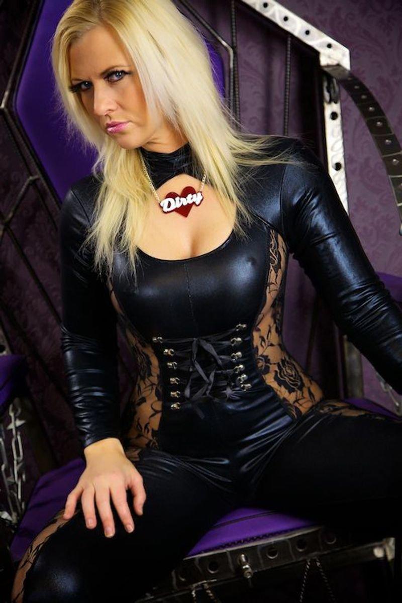 Mistress Bitchin Skype - live web cam show